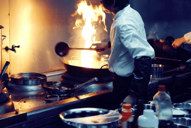 מטבח של מסעדה, בישול, מזון ואוכל