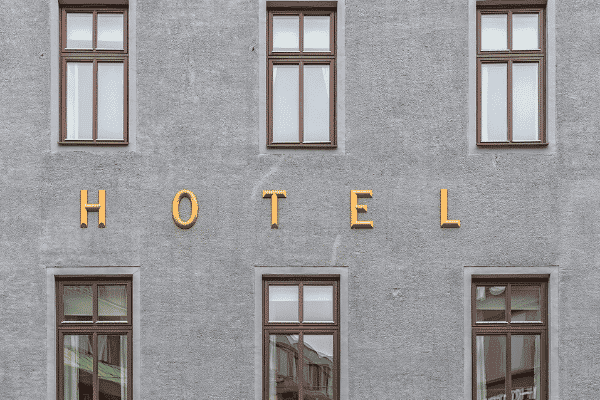 מלון (hotel) חדש