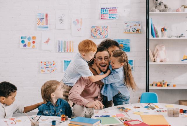 מורה עם ילדים